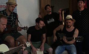 Wohnzimmer-Konzert der Rock The Island-Gewinner Symbiotika