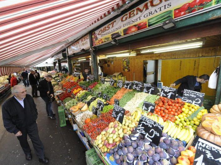 Auf dem Naschmarkt findet man ein buntes und breit gefächertes Warenangebot.