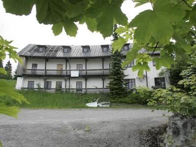 Hotelbetrieb soll vorerst im erhalten gebliebenen Gebäudeteil wieder aufgenommen werden.