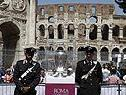 Der Pokal vor dem Kolosseum in Rom