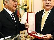 Bundespräsident Fischer und Bürgermeister Häupl nebst Orden.