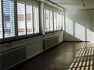 Bürogebäude waren das Ziel des Serieneinbrechers (Symbolbild).
