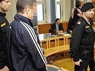 Der Angeklagte beim ersten Prozesstag