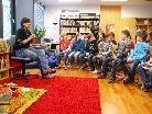 Die Autorin und Geschichtenerzählerin Andrea Karimé besuchte die VS Oberdorf.