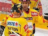 Neuzugang Yves Sarault wird von Gratton, Björnlie und Lebeau geherzt