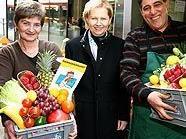 Brigitte Jank (Mitte) mit Gabriela Altmüller und Mohamed Farghali