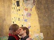 """Küssen vor dem """"Kuss"""" von Gustav Klimt"""