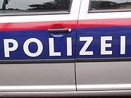 Die Polizei sucht nach den Täterinnen.