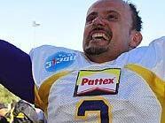 Peter Kramberger jubelt über den Gewinn der Austrian Bowl 2009