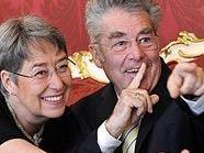 Bundespräsident Heinz Fischer (mit Gattin Margit) bleibt in der Hofburg