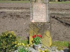Der Grabstein erinnert an tödlichen Arbeitsunfall.