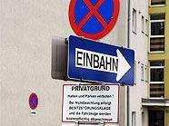 Die ÖVP will bei der Montage von Verkehrsschildern den Rotstift ansetzen.