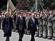 Innenministerin Maria Fekter und Verteidigungsminister Norbert Darabos empfangen den russischen Ministerpräsidenten Wladimir Putin im Rahmen einer Kranzniederlegung am Ehrenmal der Roten Armee in Wien