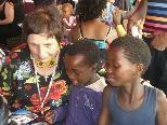 Rosilde Knöller beim Besuch in Swasiland.