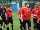 Altach-Coach Adi Hütter gibt erste Anweisungen seinen Spielern.