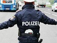 Ein Polizist und ein Fahrer wurden bei einer Verkehrskontrolle verletzt.