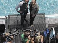Dinko Jukic und Christine Marek posieren für Fotografen
