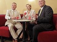 Kaffeehausbesitzer Alexander Rokitansky, Wirtschaftskammer-Präsidentin Brigitte Jank und der neue Pächter des Cafe Museum Berndt Querfeld