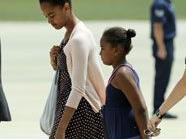 Malia (l.) und Sasha Obama sollen als Babysitter Geld verdienen
