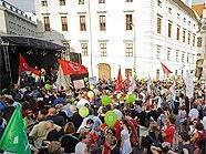 Tausende demosntrierten für ein menschenfreundliches Fremdenrecht.
