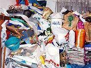 Unter dem Müll sollen sich auch Suchtgiftutensilien befunden haben.