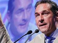 Zurück aus dem Urlaub ist FPÖ-Chef Heinz-Christian Strache wieder in seinem Element.