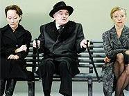 Heldenplatz 2010: Sona MacDonald als Anna, Michael Degen als Robert Schuster und Elfriede Schüsseleder als Olga