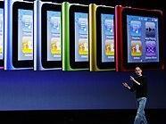 Steve Job präsentiert die neue Generation des iPod nano.
