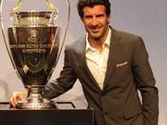 Der CL-Pokal und Luis Figo bei der UEFA Champions League Trophy Tour