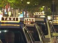 Der Lenker des Taxis erlitt einen schweren Schock.