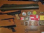Die Polizei konnte ein wahres Waffenarsenal ausheben.