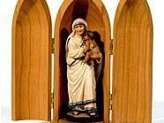 Eines der Exponate: Eine Statuette in Form der Seligen Mutter Teresa.