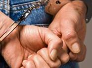 Für den Nachtschwärmer klickten die Handschellen.