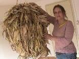 """Claudia Mang mit der """"Skulptur der Verwandlung"""""""