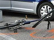Die Radfahrerin musste ins Spital gebracht werden und schwebt in Lebensgefahr.