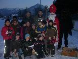 Auch der Nikolaus liebt Fußball und ließ es sich deshalb nicht nehmen, den Rothosennachwuchs zu besuchen.
