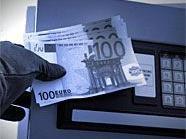 Aus Tresoren wurden Bargeld, Kameras und Notebooks entwendet.