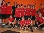 Die Unter-17-Jährigen des SK Brederis mit Promitrainer Armand Benneker.