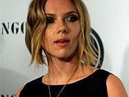 Ehe-Aus: Scarlett Johansson (26) und Ryan Reynolds (34) haben ihre Ehe in einer gemeinsamen Stellungnahme für gescheitert erklärt.
