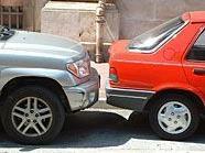 Durch Unachtsamkeit wurden insgesamt vier Fahrzeuge beschädigt.