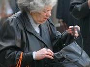 Gleich zwei Räuber haben es auf die Handtaschen der Wienerinnen abgesehen.