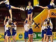 Cheerleader werden ihr Können präsentieren.