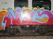 Der von den Graffiti-Sprayern besprühten ÖBB-Zug am Südbahnhof.