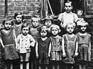 Tag der Wiener Bezirksmuseen: Kinder im Hof eines Hauses in der Meidlinger Hauptstraße (1926)
