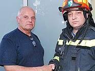 Der Gemeindebedienstete Helmut Graf (li.) rettete einer 87-Jährigen das Leben.