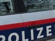 Der Täter ging mit Brutalität vor, die Polizei fahndet.