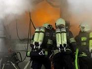 Die Feuerwehr kämpfte unter Atemschutz gegen das Feuer in 1120 Wien.