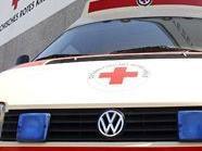 Die Rettung brachte die leicht verletzte 71-jährige Beifahrerin ins Krankenhaus.