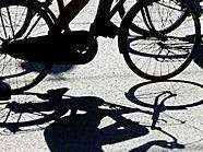 Ein schwerer Unfall kostet einer Radfahrerin in 1010 Wien mehrere Zähne.
