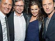 Jude Law (re.) mit Motto-Chef Bernd Schlacher, ORF-GD Alexander Wrabetz und Moderatorin Doris Golpashin